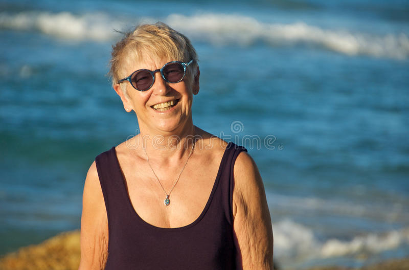 Donna maggiore felice fotografia stock