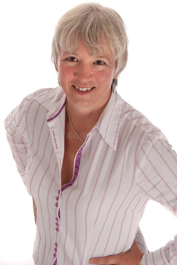 Donna maggiore sorridente di affari su bianco fotografie stock