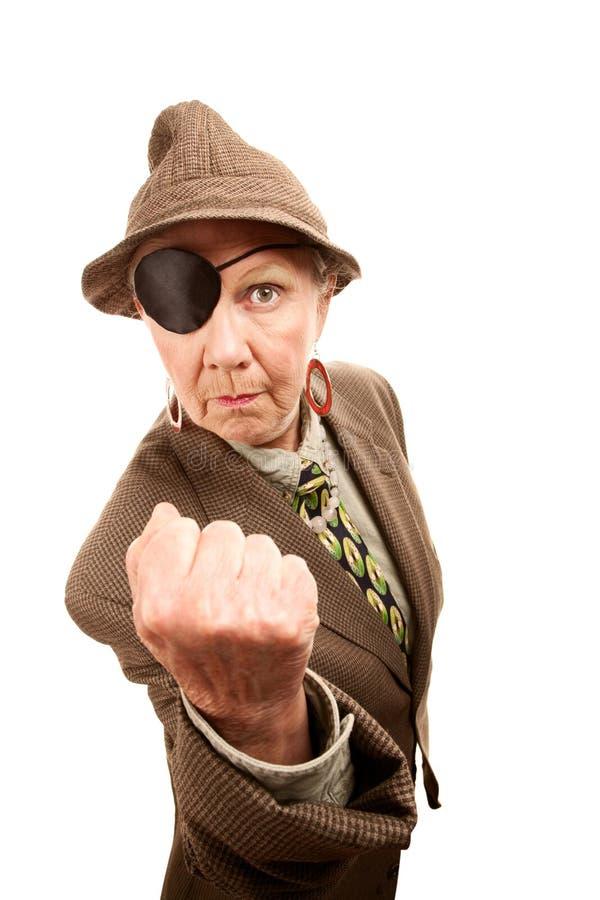 Donna maggiore in vestiti e nel eyepatch maschii fotografia stock
