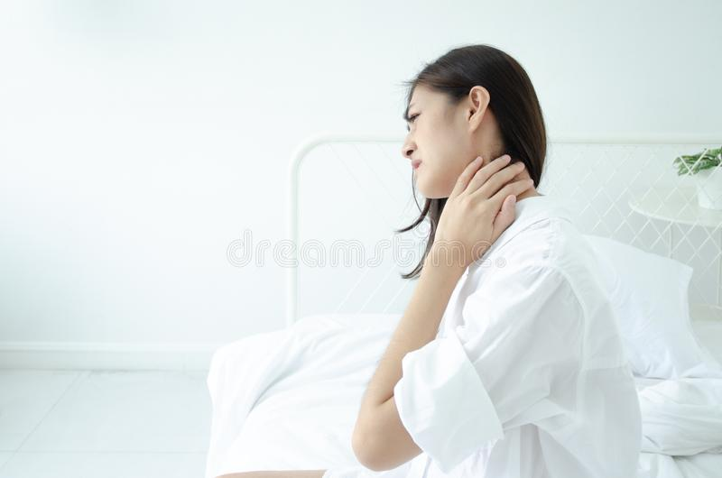 Donna malata con dolore fotografie stock libere da diritti