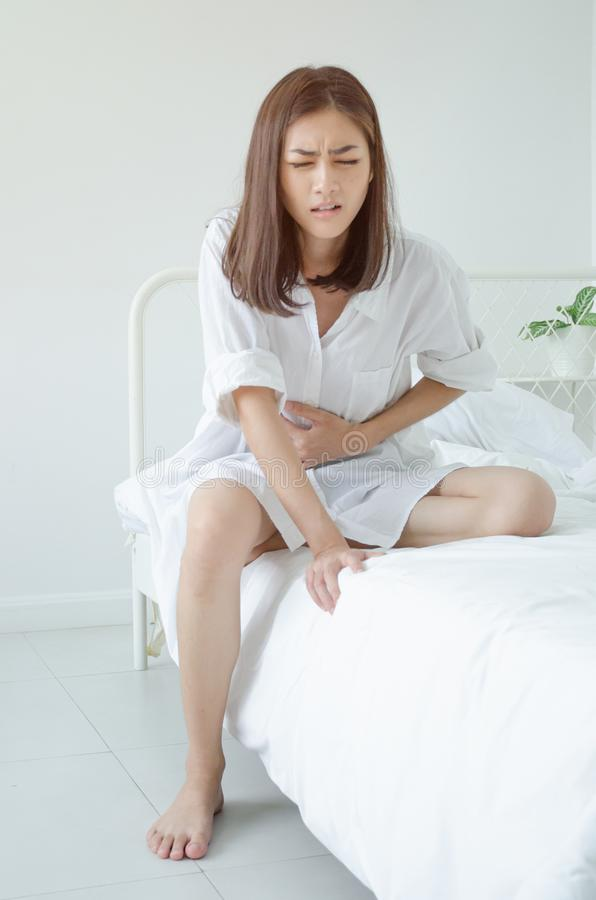 Donna malata con dolore immagini stock