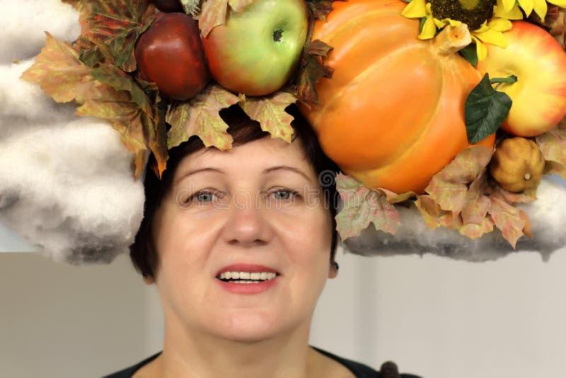 Donna matura di autunno fotografie stock libere da diritti