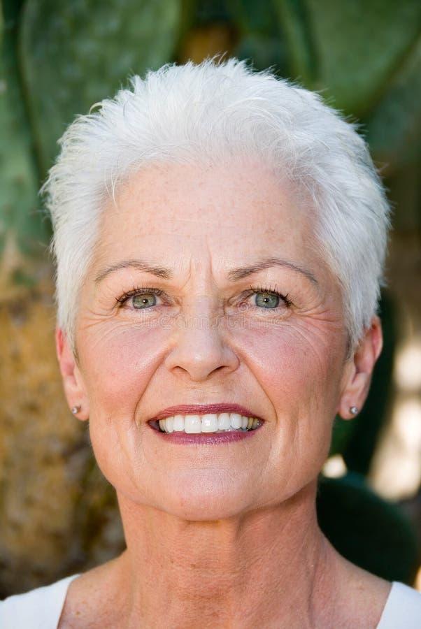 Donna matura sorridente immagine stock libera da diritti