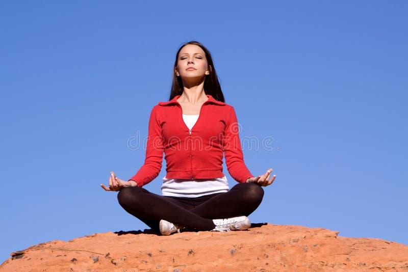 donna meditating fotografie stock libere da diritti