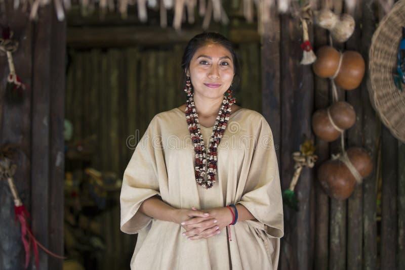 Donna messicana in abbigliamento maya immagini stock