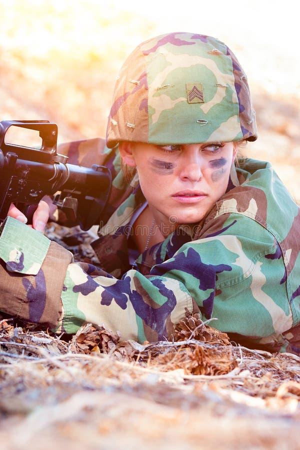 Donna militare in Camo fotografia stock libera da diritti