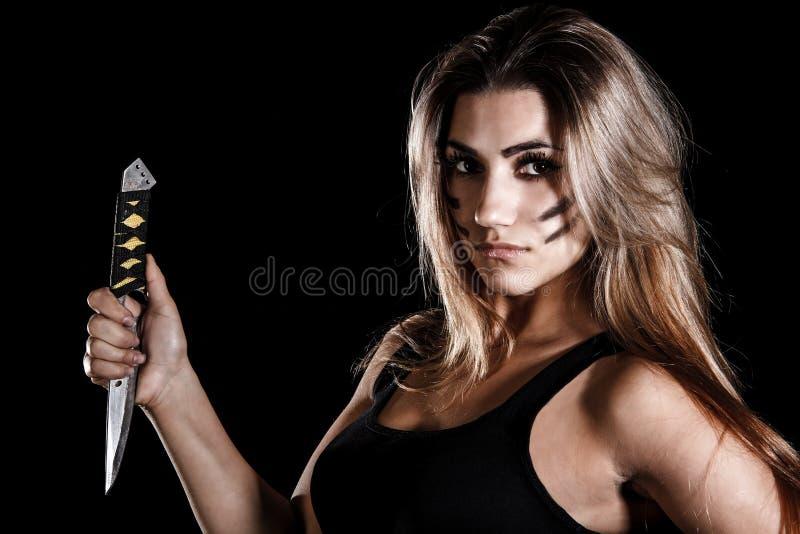 Donna militare con un coltello fotografia stock libera da diritti