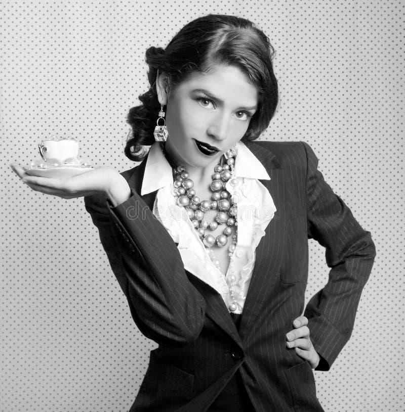 Donna monocromatica vestita nel retro stile dell'annata immagine stock