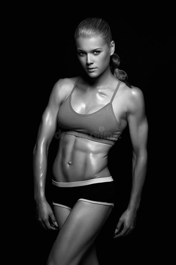 donna muscolare, corpo femminile formato immagini stock libere da diritti