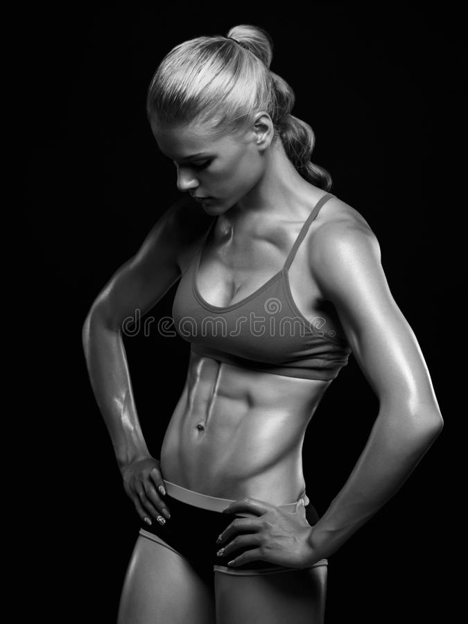 donna muscolare, corpo femminile formato fotografia stock libera da diritti