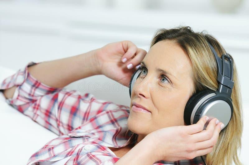 Donna musicale immagini stock libere da diritti