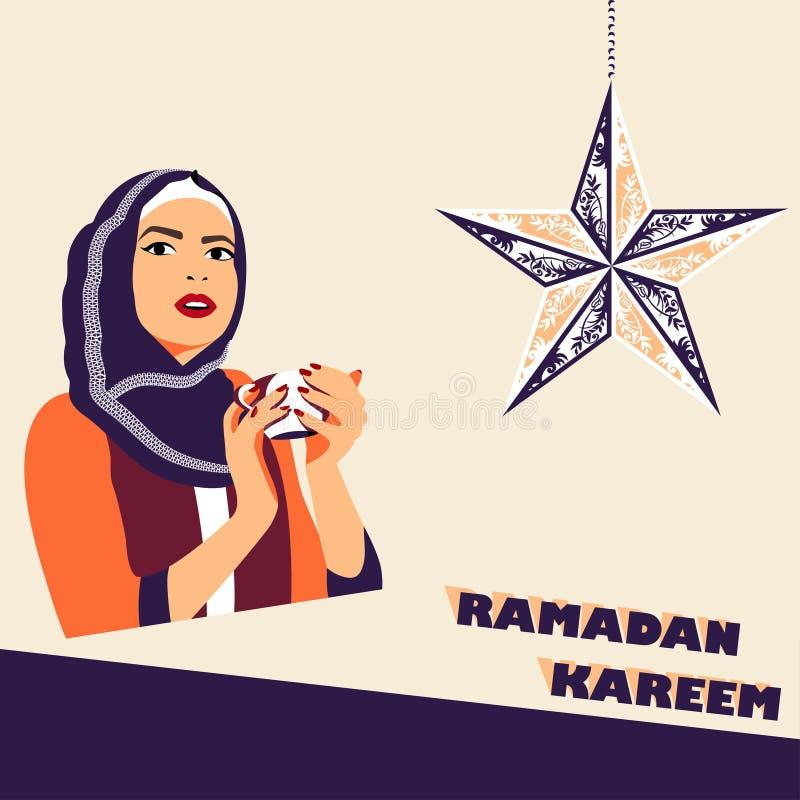 Donna musulmana con la tazza di caffè durante il iftar fotografie stock libere da diritti