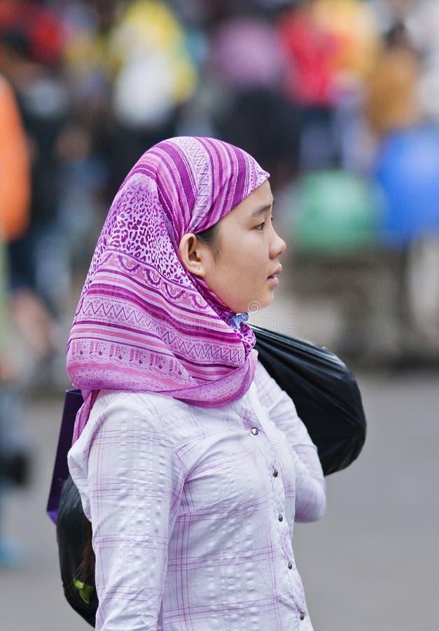 Donna musulmana di giovane minoranza di Hui, Sanya, Cina fotografie stock
