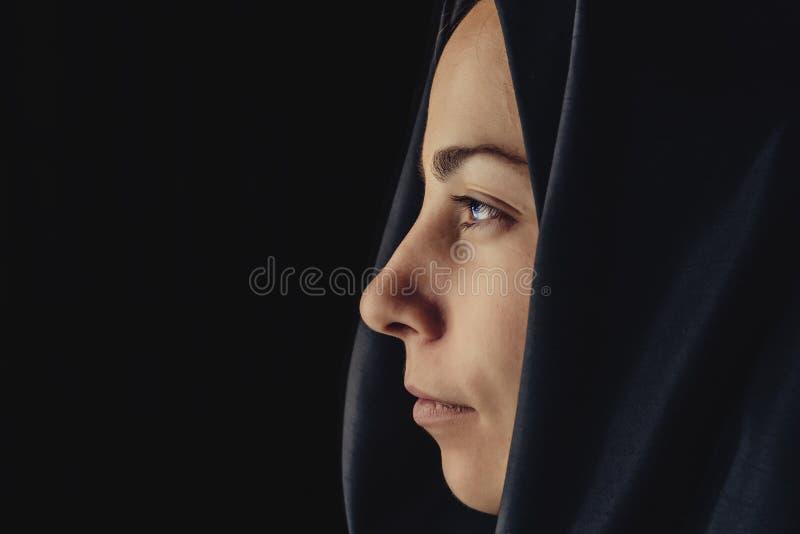 Donna musulmana nel hijab, fine sul ritratto fotografia stock