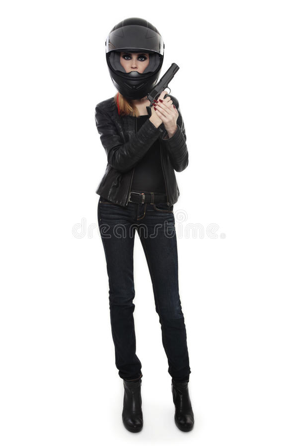 Donna nel casco del motociclista con la pistola immagini stock libere da diritti