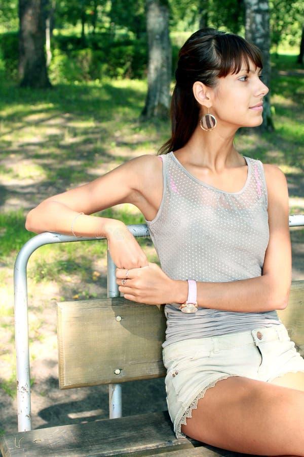 Donna nel parco fotografia stock