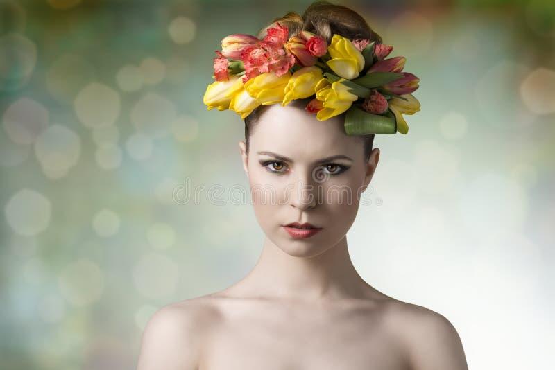 Donna nel ritratto di bellezza di primavera fotografia stock
