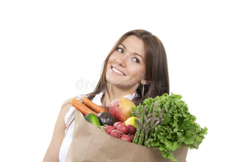 Donna nel sacchetto di acquisto del supermercato della drogheria fotografie stock