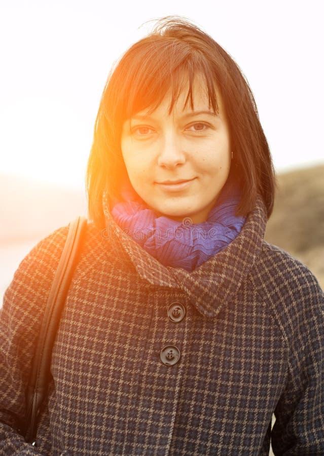 Donna nel tramonto immagine stock