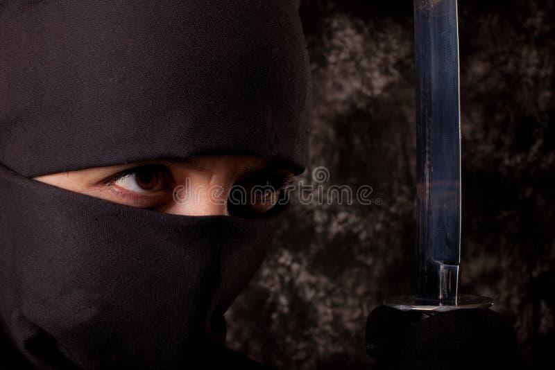 Donna nel vestito di shinobi immagini stock libere da diritti