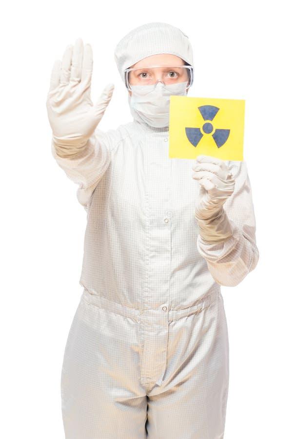 Donna nell'area colpita con radiazione in un vestito protettivo fotografia stock libera da diritti