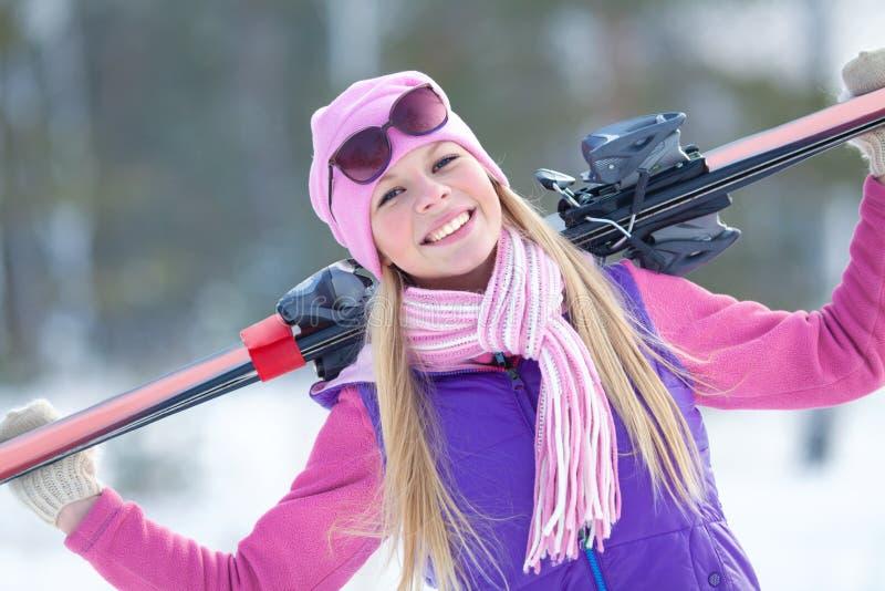 Donna nell'inverno fotografia stock libera da diritti