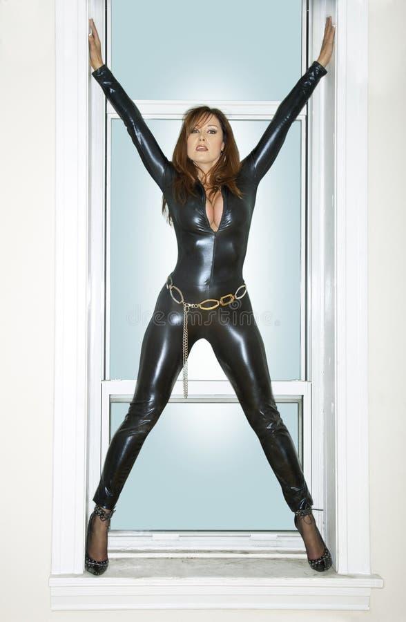 donna nella finestra fotografia stock