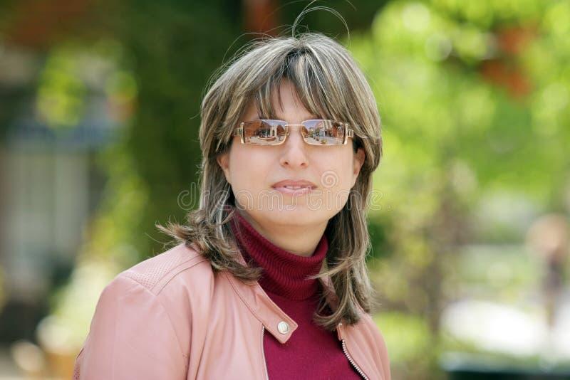 Donna nella sosta fotografie stock libere da diritti