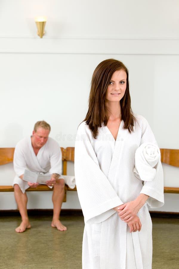 Donna nella stazione termale di Wellness fotografia stock libera da diritti
