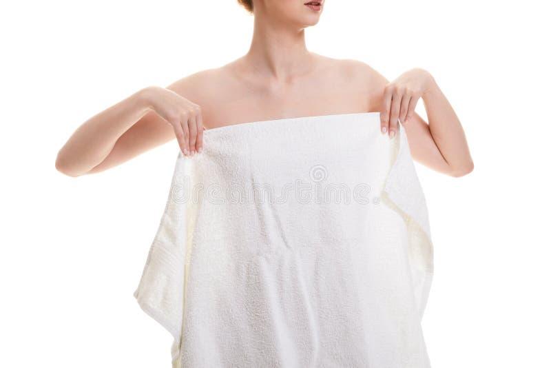 Donna nuda in asciugamano dopo il bagno fotografie stock