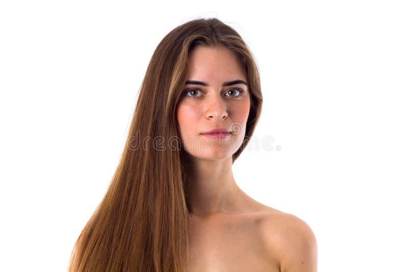 Donna nuda che si siede sulla priorità bassa scura, vista laterale immagini stock