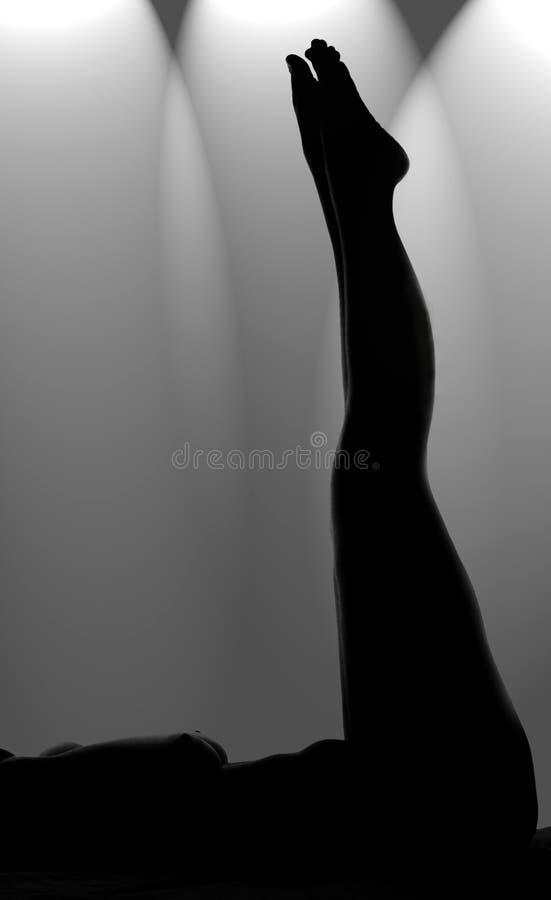 Donna nuda su lei indietro fotografie stock