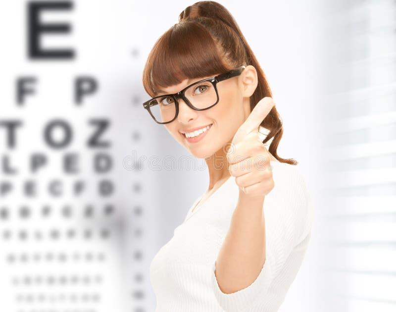 Donna in occhiali con il grafico di occhio fotografia stock libera da diritti