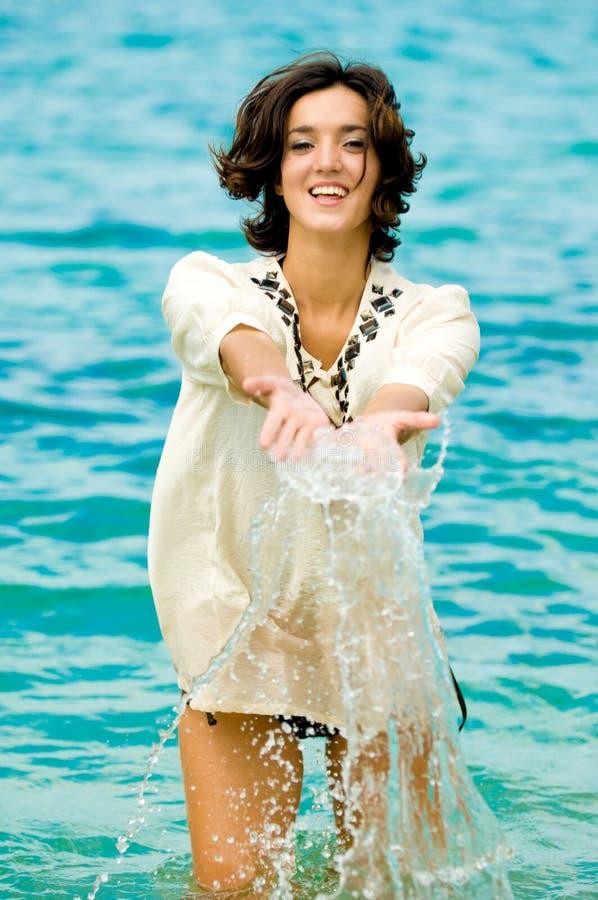 Donna in oceano immagini stock libere da diritti