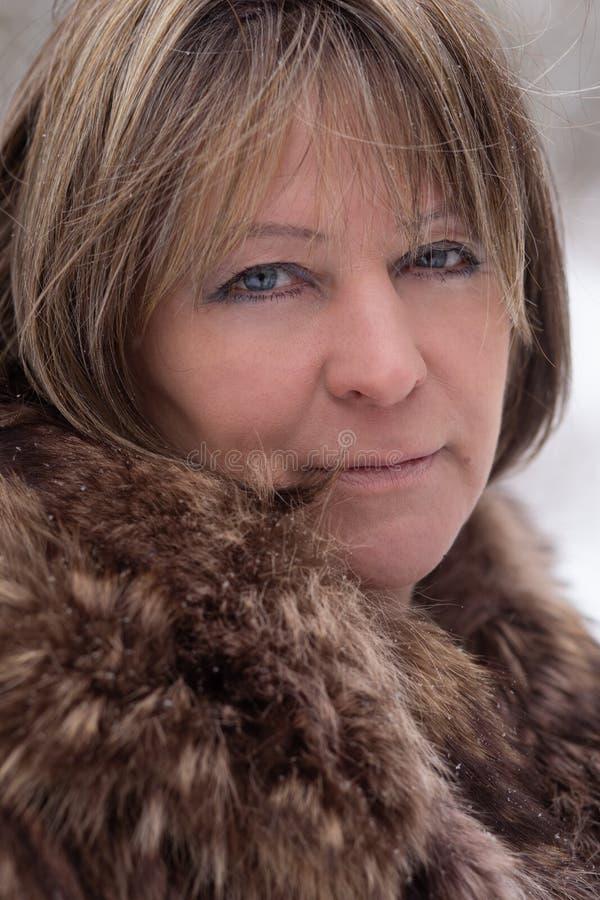 Donna in pelliccia immagini stock