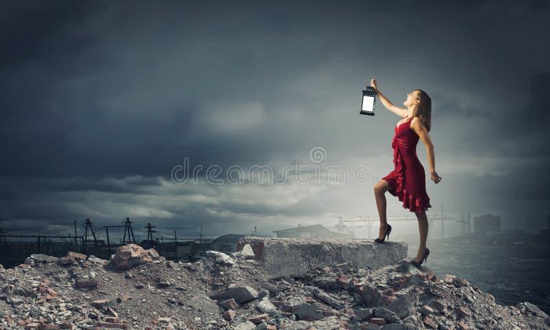 Donna persa nell'oscurità fotografie stock libere da diritti
