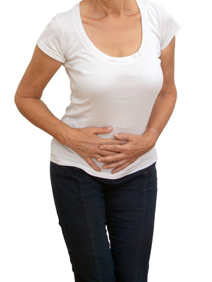 Donna più anziana e matura non identificabile con mal di stomaco, isolato su fondo bianco Crampi, costipazione ecc immagine stock