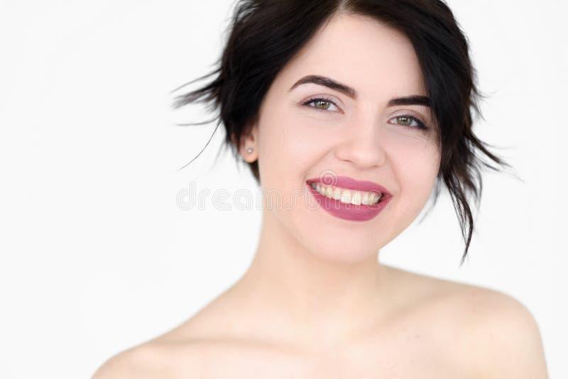 Donna piacevole allegra sorridente felice del fronte di emozione immagini stock libere da diritti