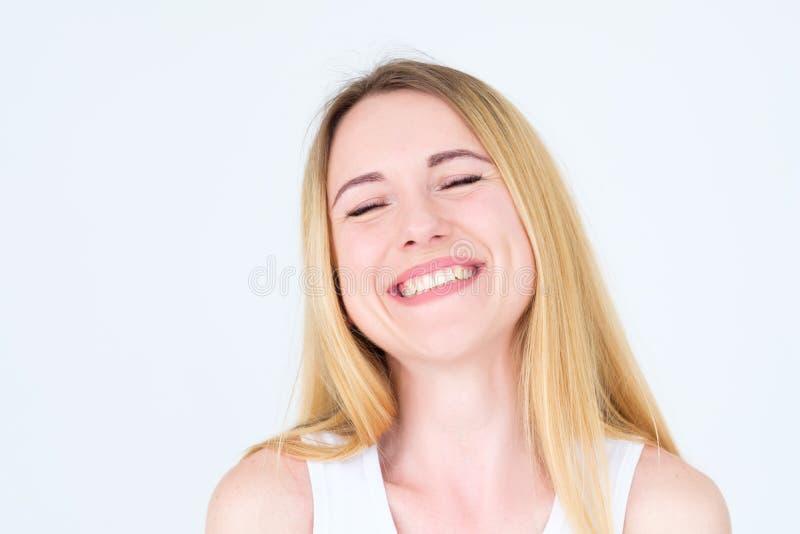 Donna piacevole allegra sorridente felice del fronte di emozione immagine stock libera da diritti