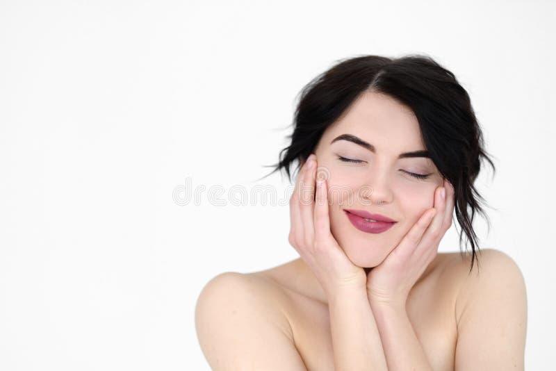 Donna piacevole contenta sorridente felice del fronte di emozione immagini stock