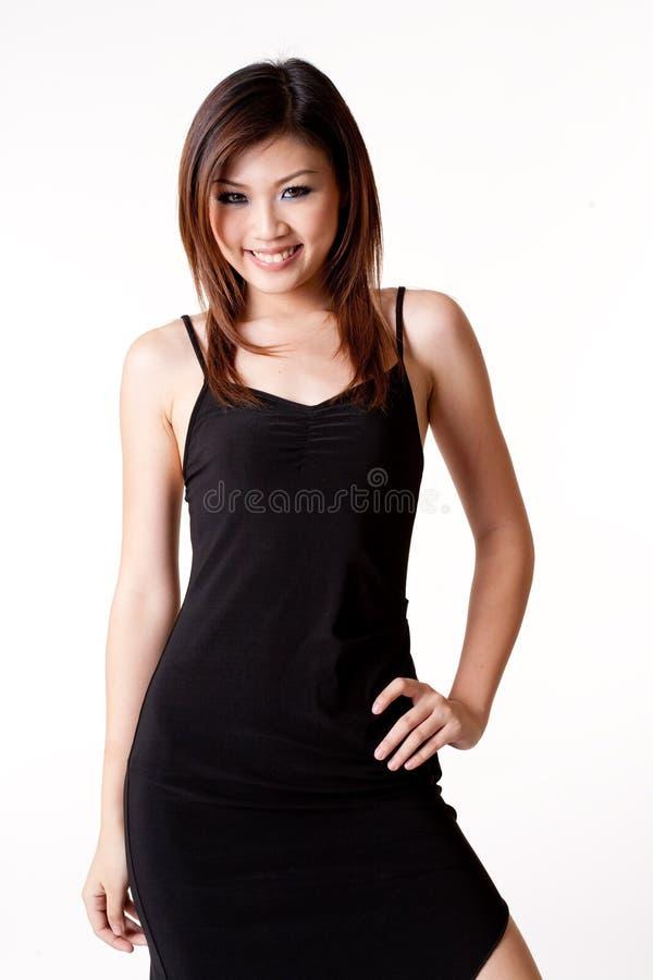 Donna in poco vestito nero fotografie stock