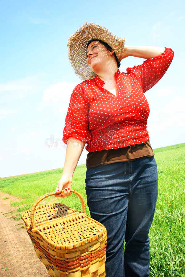 Donna pronta per il picnic fotografie stock