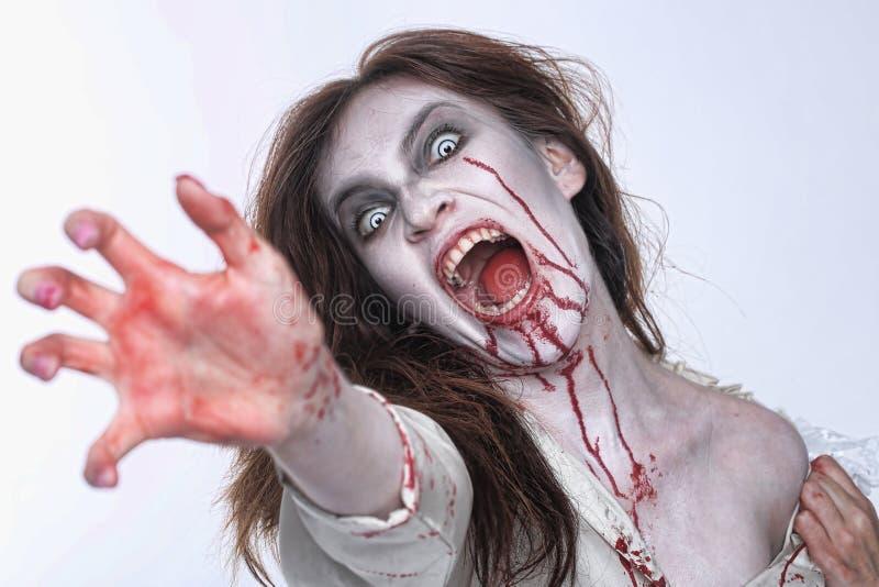 Donna psicotica dell'emorragia in un'immagine di tema di orrore fotografia stock
