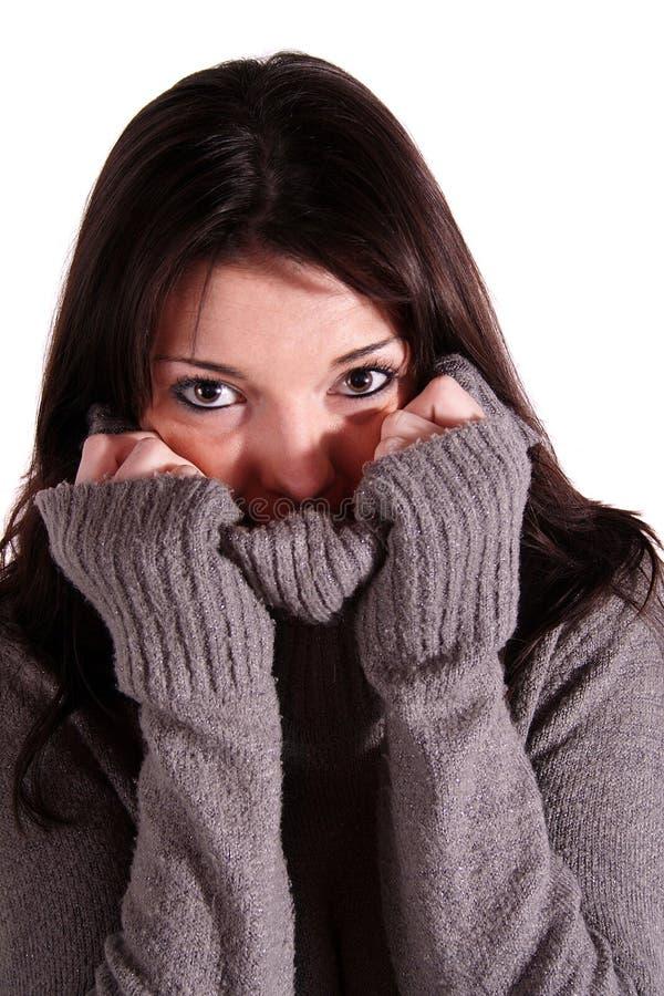 Donna in pullover fotografie stock