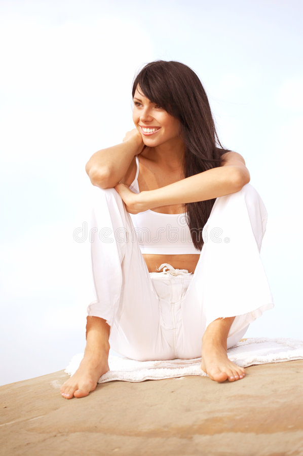 Download Donna Relaxed del brunette fotografia stock. Immagine di misura - 3146334