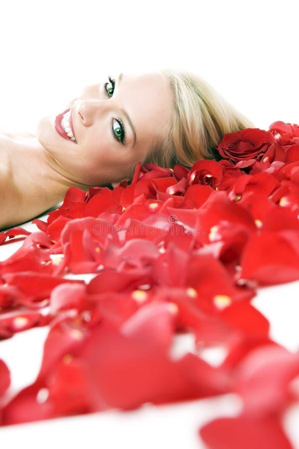 Donna in rose immagini stock