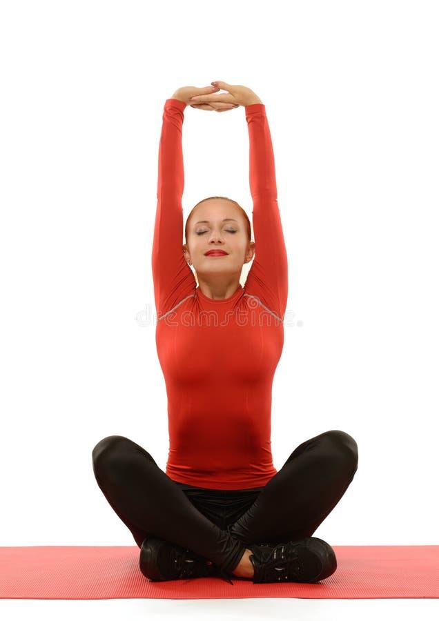 Donna rossa che fa forma fisica immagine stock