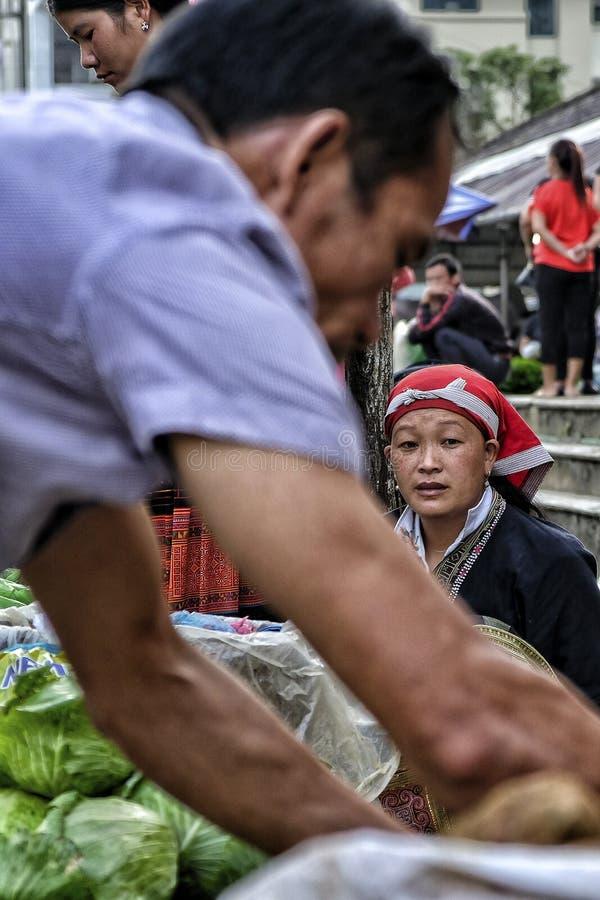 Donna rossa di Dao in Sapa, Vietnam immagine stock