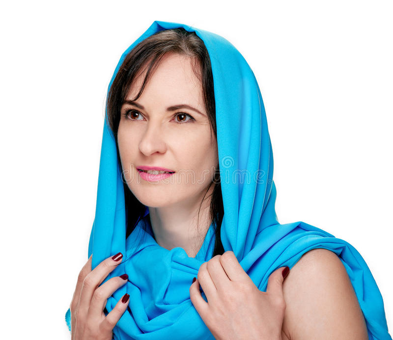 Donna in scialle blu fotografia stock libera da diritti