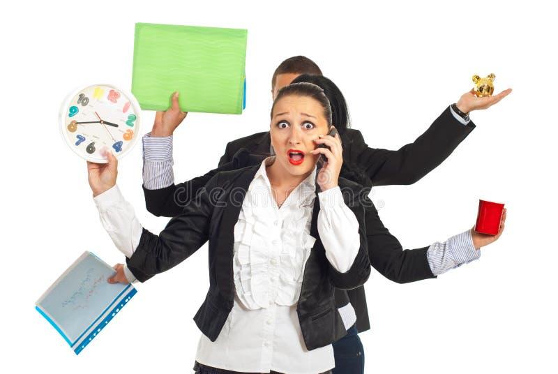 Donna scossa di affari che comunica dal mobile del telefono immagini stock